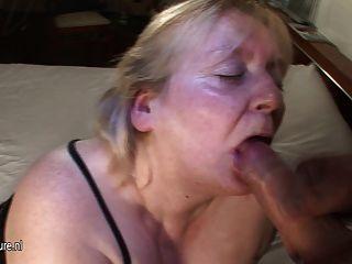 बड़ी माँ उसके चेहरे सह में शामिल हो जाता है