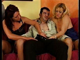 बिया Dumas और उसके slutty दोस्त 5 लंड लेने से पहले गर्म हो!