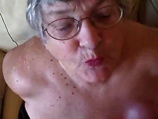 पुराने दादी युवा लंड चूसना प्यार करता है
