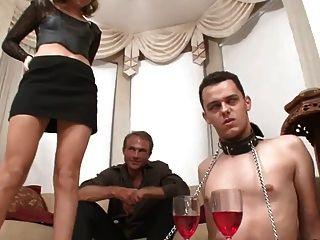 युवा राजकुमारी उपयोग व्यभिचारी पति गुलाम गर्म!