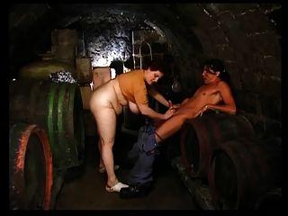 शराब तहखाने में ओल्गा पूर्व