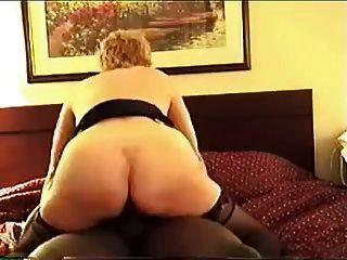 Cuck पत्नी और उसके काले बैल