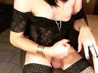 एक गिलास में बंद छोटे स्तन झटके के साथ मुर्गा फूहड़