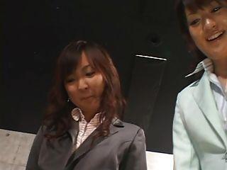 5 जापानी लड़कियों Footjob देना