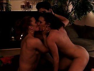 तीन समलैंगिकों त्रिगुट - steamystick