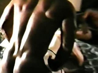 मोज़ा में कामुक सफेद औरत डी पी चला जाता है