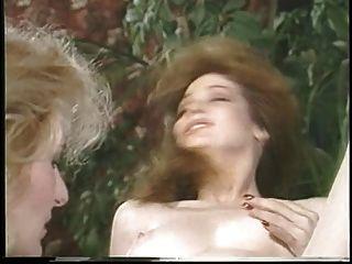 जैकलिन बहकाया larians और उसके बाद एक गर्म लड़की martubates और उसे बिल्ली चाटना