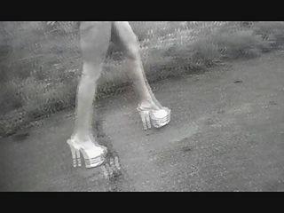 नग्न सड़क चलने 3
