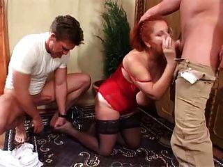 2 युवा स्टड डबल टीम saggy tittied लाल बालों वाली दादी