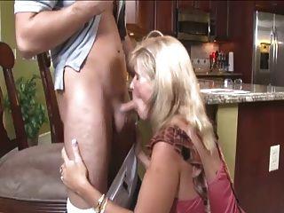 कभी हॉटेस्ट सौतेली माँ blowjob ... IT4REBORN