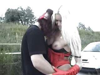 पोलैंड से अविश्वसनीय रूप से सुंदर Tgirl