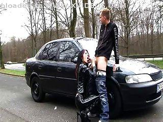 जर्मन लेटेक्स कुतिया (गंदी बात आउटडोर सेक्स)