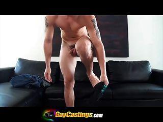 gaycastings ऑडिशन चले गए गलत लड़का moans के रूप में वह करने की कोशिश करता ....