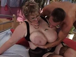 स्तनों की घाटी में