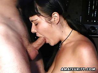 शौकिया प्रेमिका चेहरे cumshot के साथ blowjob देता है