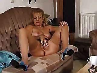 लेडी (कई दृश्यों में सुंदर बिया Dumas) सभी 63 से पता चलता है