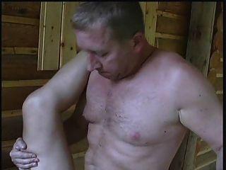 एक कमरे में सेक्स, एक बड़ी लड़की कुछ जीवित कर रही है