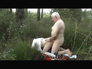 सेक्स-पहनने-ट्वीड के बाहर पुराने जोड़े