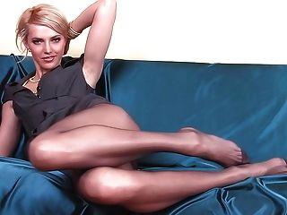 लंबे समय तक pantyhose पैर के साथ पतला बच्चा