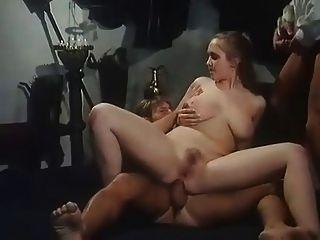 बड़े स्तन के साथ गर्म लड़की डी पी मिल