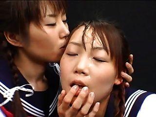 जापानी लड़की सह खेलते हैं और स्वैप