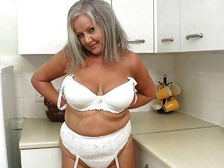 रसोई घर में सींग का बना दादी