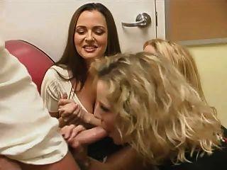 3 लड़कियों और 1 आदमी।(डीएम)