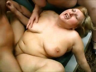 भारी स्तन और उनके बड़े पैमाने पर गधे में डिक