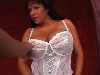 विशाल स्तन के साथ milf