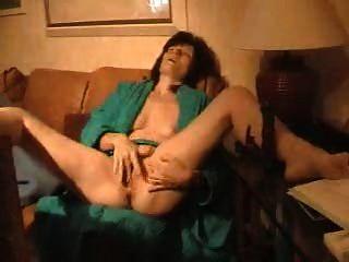 परिपक्व पत्नी masturbates 2
