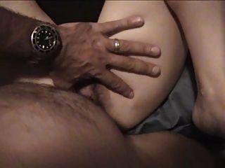 पत्नी बड़ा dildo इस्तेमाल किया