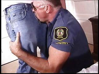 पिताजी समलैंगिक पुलिस को एक twink बकवास