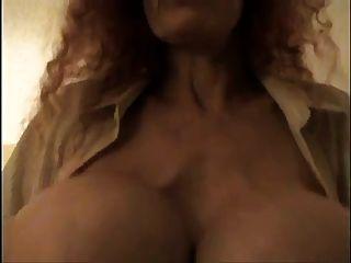 मेरे बड़े स्तन चूसना कृपया