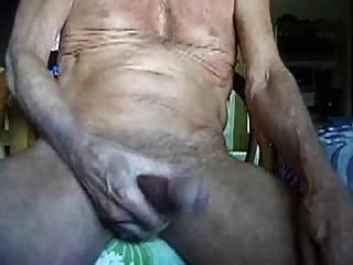 75 साल पुराने Masturbating पर