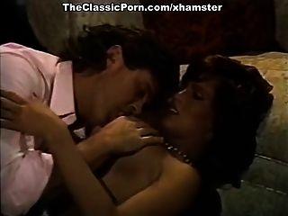 सेक्सी बेब रेट्रो के साथ विंटेज अश्लील फिल्म