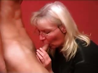 रूसी परिपक्व माँ लड़के कमबख्त part1