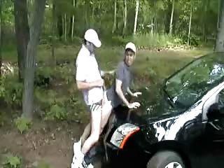 मुझे अपनी कार के बोनट के ऊपर गड़बड़ कर दिया।गरम!