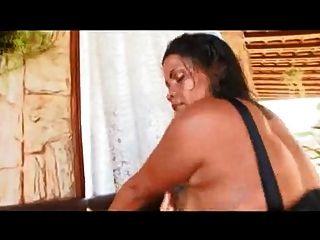 विशाल गधे के साथ ब्राजील माँ