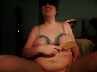 ब्रश के साथ इस्तेमाल किया बंधे स्तन