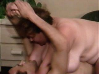 विशाल स्तन के साथ विंटेज बीबीडब्ल्यू मेलानी एंटोन