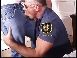 मैं पुलिस से प्यार