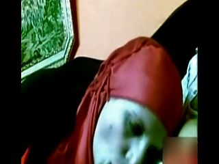 लाल हिजाब डिक चूसने के साथ अरब लड़की