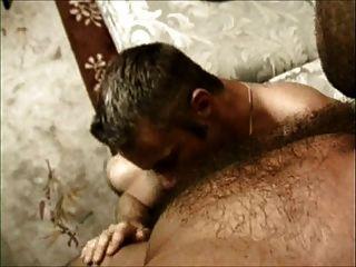 अपने गधे को: दो बालों समलैंगिकों