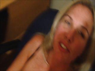पत्नी उसके चेहरे पर सह के साथ cums