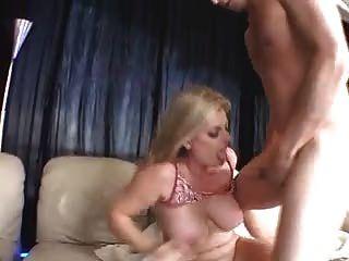 गोरा MILF, बड़े स्तन