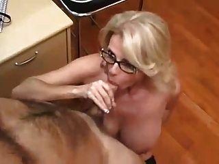 चश्मे में कार्यालय एमआईएलए महान सेक्स पार्टनर करता है