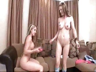 युवा समलैंगिकों उंगली और खिलौना संभोग करने के लिए - कोर्टनी और जेसी