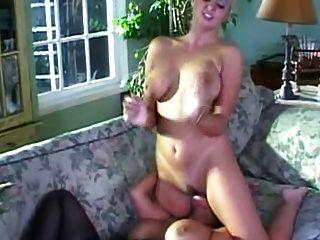 माँ संस ब्रिट प्रेमिका और फ्रेंच काले नौकरानी fucks!