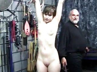 छोटे बालों वाली लड़की spanked हो जाता है - भाग 2