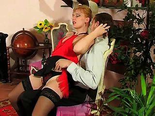 लड़के के साथ सेक्सी गोरा परिपक्व गर्म सेक्स